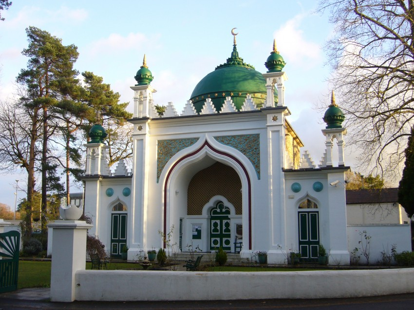 """""""Shah Jahan Mosque TQ0159 214"""" by RHaworth - Own work. Licensed under CC BY-SA 3.0 via Wikimedia Commons - http://commons.wikimedia.org/wiki/File:Shah_Jahan_Mosque_TQ0159_214.jpg#/media/File:Shah_Jahan_Mosque_TQ0159_214.jpg"""